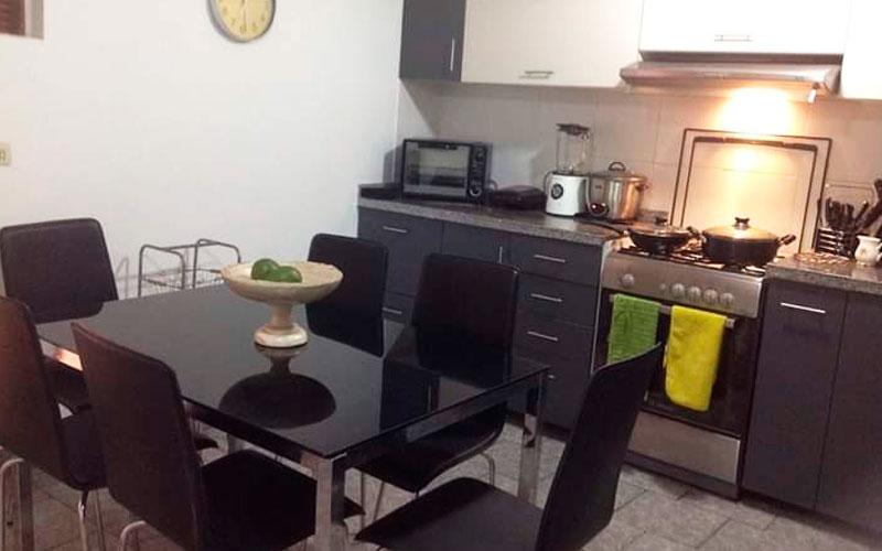 Habitación en Miraflores dentro de Condominio - Zona Común - Cocina - CasasDepasyCuartos.com