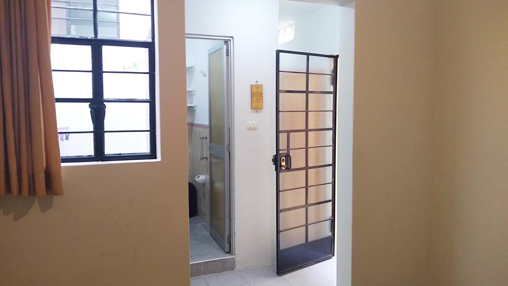 Minidepartamento en Pueblo Libre - Vista desde el cuarto de Baño, Closet y Patio - CasasDepasyCuartos.com